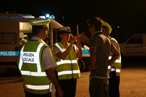 polizia_locale_notte_etilometro