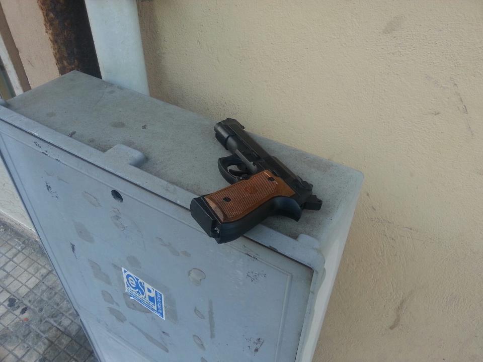 Marsala una pistola giocattolo sotto casa del comandante - Porta pistola da spalla ...